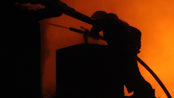 В Ленинском районе загорелось несколько частных домов
