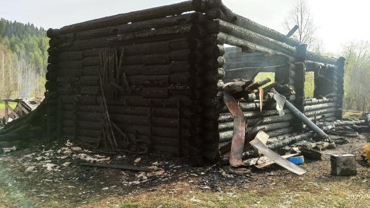 «Сестра с ребенком вылезали через окно»: в Прикамье сгорел дом врача скорой помощи