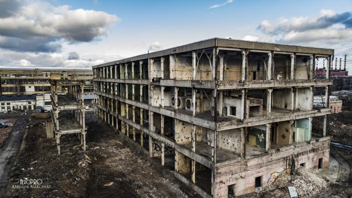 Был первым в мире: для чего в Ярославле сносят корпуса заброшенного завода синтетического каучука