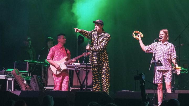 «Это наш первый концерт после марта»: в Архангельске на закрытом опен-эйре выступили «СБПЧ»