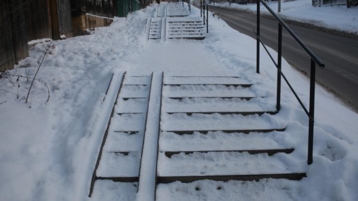 После падения пермячки на ледяной лестнице возбудили уголовное дело в отношении подрядчика
