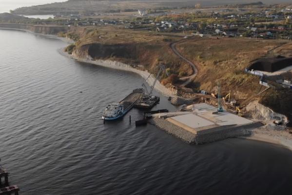 Строительство идёт сразу на двух берегах