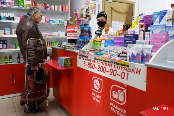 По словам замминистра здравоохранения Кузбасса, лекарств не хватает из-за того, что кузбассовцы сразу скупают по 50 упаковок