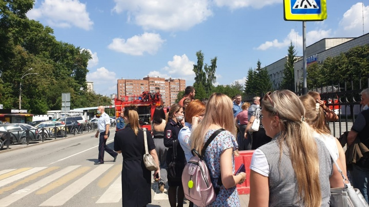 Из здания ГИБДД на Чкалова из-за задымления эвакуировали людей