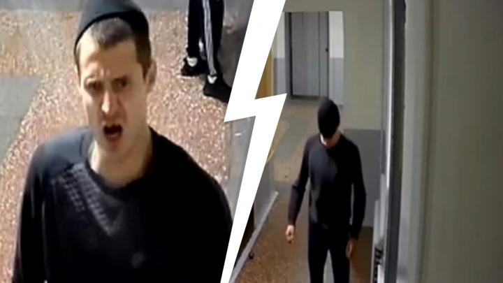 Сразу не догадался спрятать лицо: тюменец разломал камеры наблюдения, но они все равно его засняли