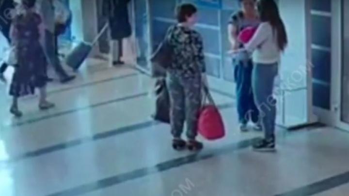Омичка, которая отдала свою дочь незнакомой женщине, выплатила 24 тысячи штрафа
