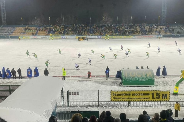 На стадион пускали только в масках, на входе у болельщиков проверяли температуру
