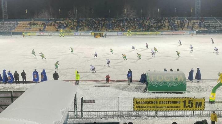 «Водник» проиграл иркутскому «Байкалу-Энергии» матч по хоккею с мячом