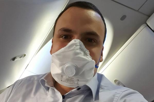 Дмитрий Ионин за последнее время дважды летал в Москву, в самолетах он носил маску
