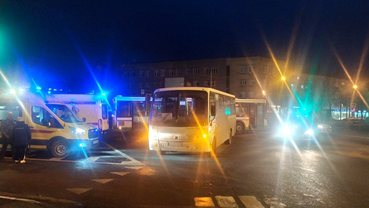 В центре Ярославля столкнулись пассажирский автобус и маршрутка. Пострадала пассажирка