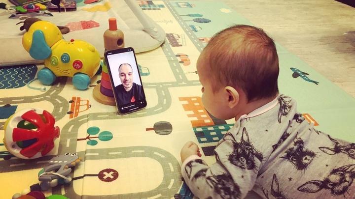 «С пятимесячным сыном общаюсь по видеосвязи»: челябинский автогонщик — о стрессах самоизоляции