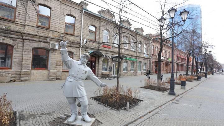 На горсад Пушкина катят бочку: с Кировки исчезнут две уличные скульптуры