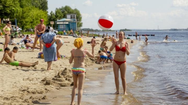 Спасатели дежурят, люди лежат на пляжах: когда в Ярославле разрешат купаться
