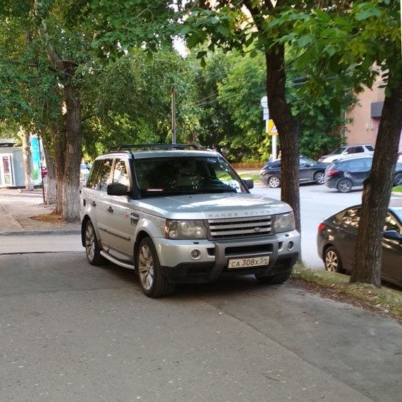 На тротуаре на Советской