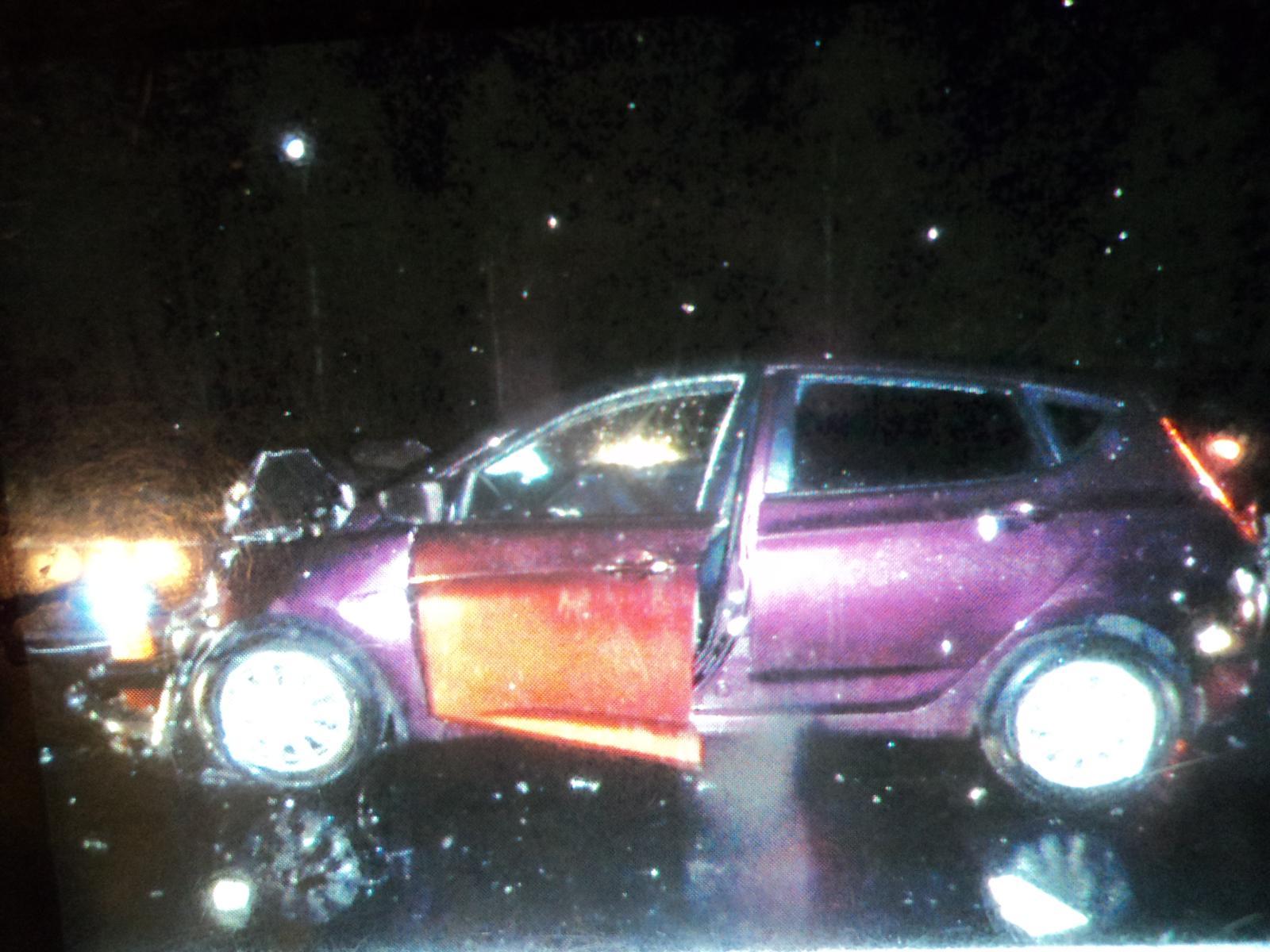 Очевидцы сообщали, что вторая иномарка тоже существенно пострадала в аварии<br>