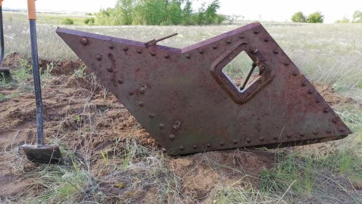 «Увидели проплешину в траве и поднесли металлоискатель»: волгоградцы нашли остатки танка «Генерала Ли»