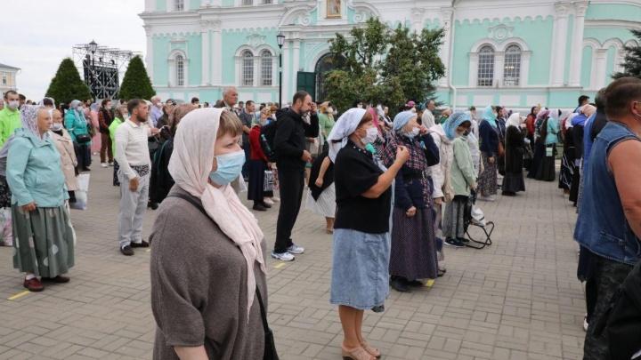 В Дивееве проходят празднования в честь Серафима Саровского. С масками, дистанцией и антисептиками