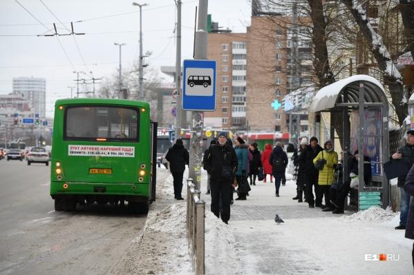 Долгие простои на остановках — это давняя и печальная традиция Екатеринбурга
