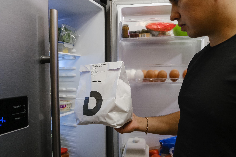 Данил убирает фахитос — завтра тоже будет чем поужинать