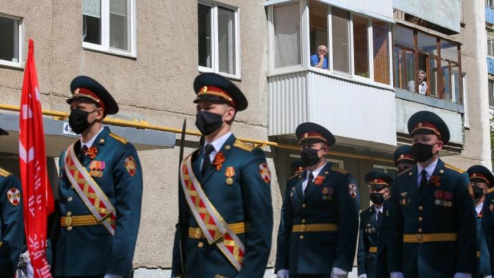 Персональный парад для жильцов многоэтажек: рассказываем и показываем, как прошли шествия в Башкирии