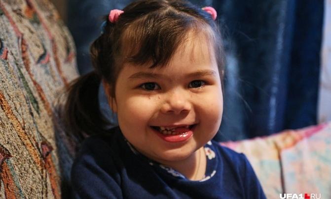 Смертельно больной девочке из Уфы, которую российские врачи отказываются лечить, объявили сбор денег