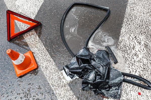 В ночной аварии пострадали водитель и пассажир легковушки