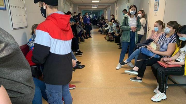 «Пришла закрыть больничный, просидела 6 часов»: о ситуации в норильских поликлиниках
