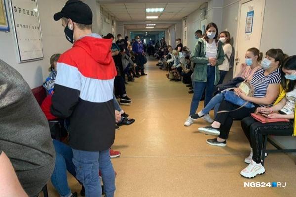 """Район Норильска Талнах, поликлиника <nobr class=""""_"""">№ 2</nobr>, фото сделано сегодня"""
