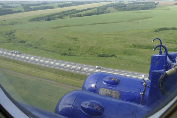На вертолёте можно следить за участками трасс протяженностью 2,5 км