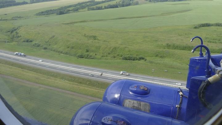 Новую скоростную трассу в Кузбассе патрулируют на вертолете. Росгвардия показала как