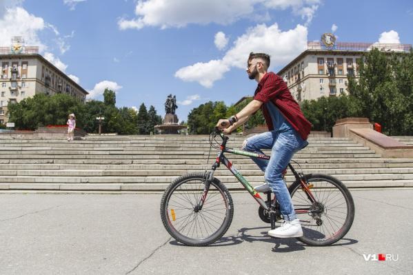 Споры между водителями и велосипедистами зародились еще несколько лет назад