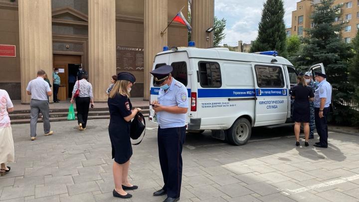 В Волгограде снова эвакуируют суды из-за сообщений о бомбе