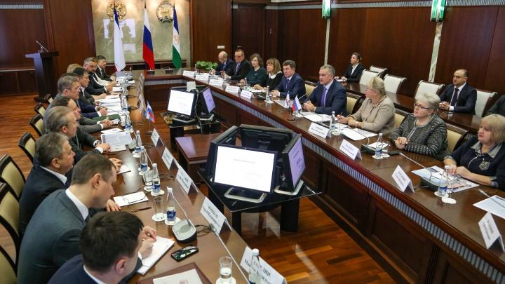 Перелеты, кроссоверы для налоговой и приправы за десятки тысяч евро: на что власти Башкирии тратят налоги граждан