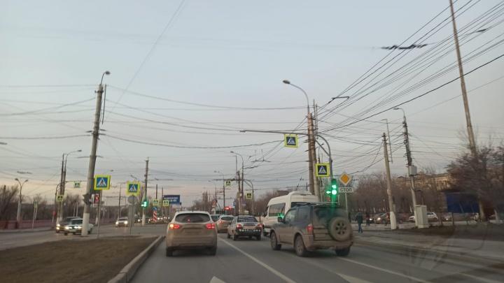 С третьего раза смогли: в Волгограде нашли оптимальный режим светофоров на пересечении двух проспектов