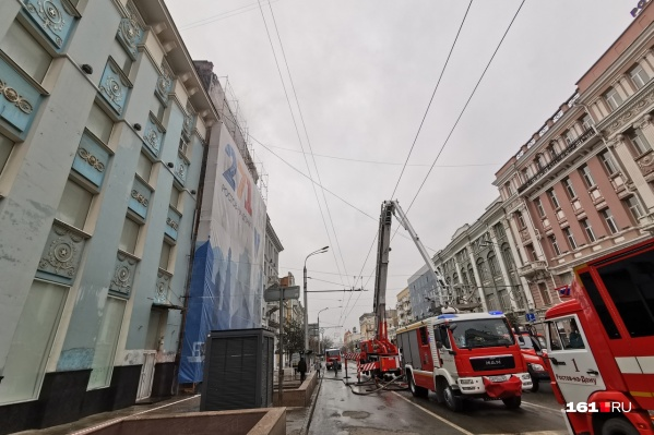 Особняк в центре города загорелся прошлой ночью