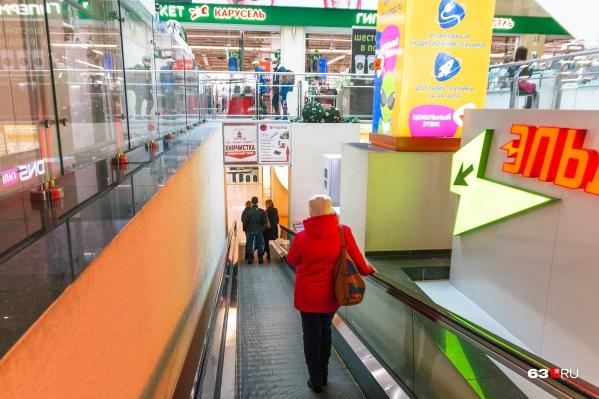 Посещаемость торговых центров перед Новым годом обычно многократно увеличивается