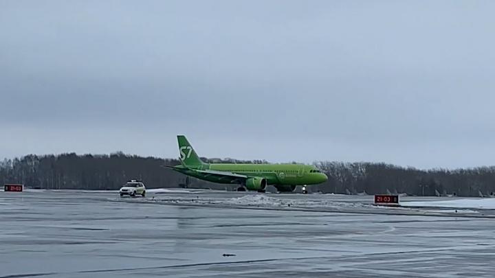 «Никакой паники не было»: пассажир самолёта S7 рассказал об экстренной посадке в Перми