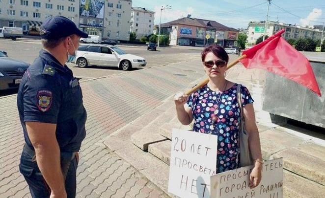 Двух пенсионеров приговорили к работам и штрафу за пикет против «обнуления» конституции