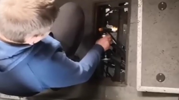 «Чудо, что доехали». В Перми водитель автобуса чинил его газовой горелкой каждые две остановки