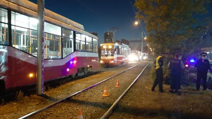В Новосибирске трамвай переехал мужчину, который лежал на путях. Его личность ещё не установлена
