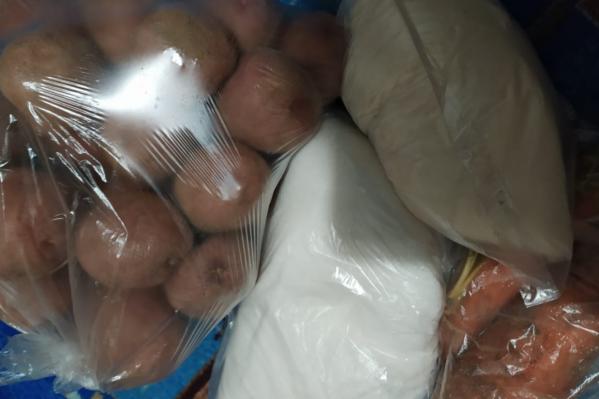 В выходные жители Дубовки получили картошку и морковку