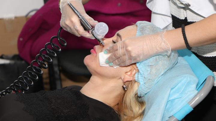 Сотрудникам нижегородских салонов красоты предложили работу в больницах и поликлиниках