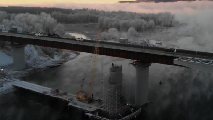 Туман, восход и новая опора: как продвинулось строительство нового моста через Сок