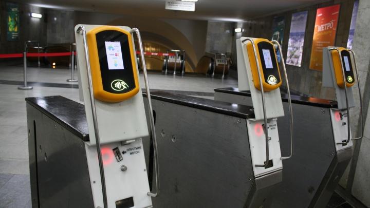 В метро Екатеринбурга рассказали о «глюках» при оплате проезда банковскими картами