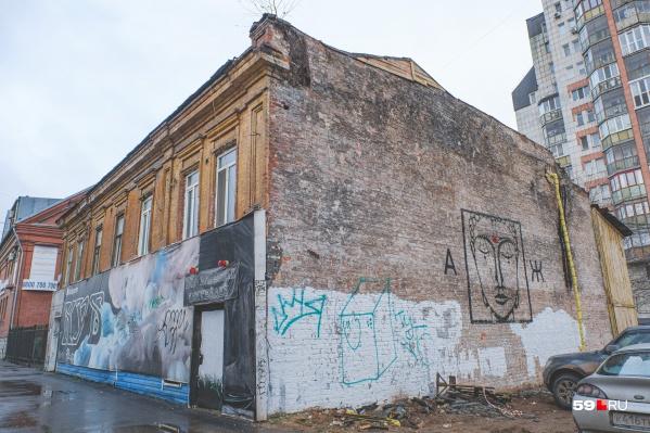 Поиски идут в том числе на улице Екатерининской, в одном из домов на которой живет подросток
