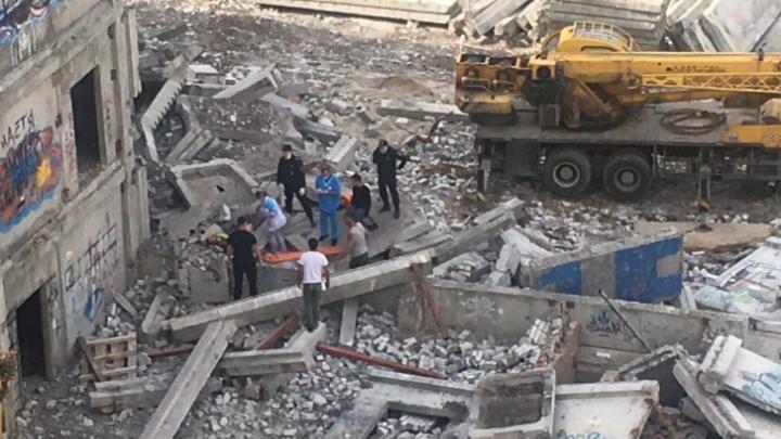 «Ты чего снимаешь, шакал?»: появилось видео с упавшим с 6-го этажа строителем