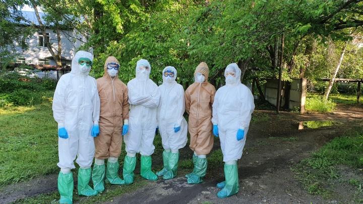 «Пандемия нужна, чтобы молодые спасли взрослых»: доброволец о работе в очаге массового заражения