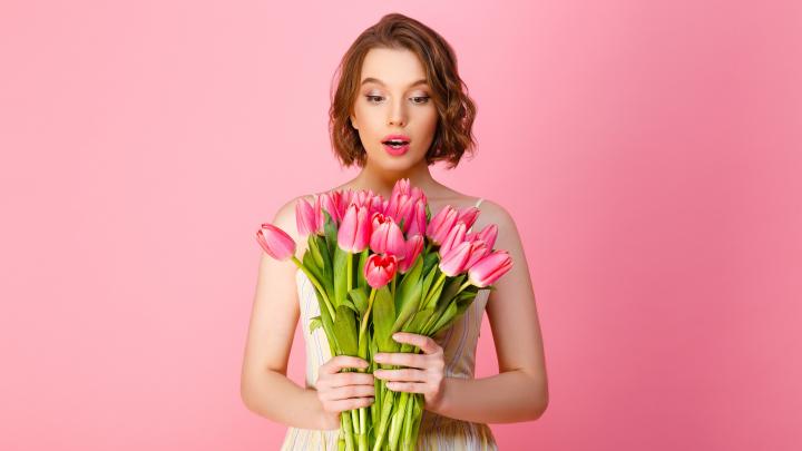 Шпаргалка для тех, кто так и не понял, чего хотят женщины: составили гид по подаркам к 8 Марта