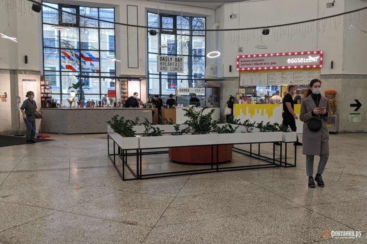 фуд-корт на Василеостровском рынке<br><br>автор фото Павел Каравашкин / «Фонтанка.ру»<br>