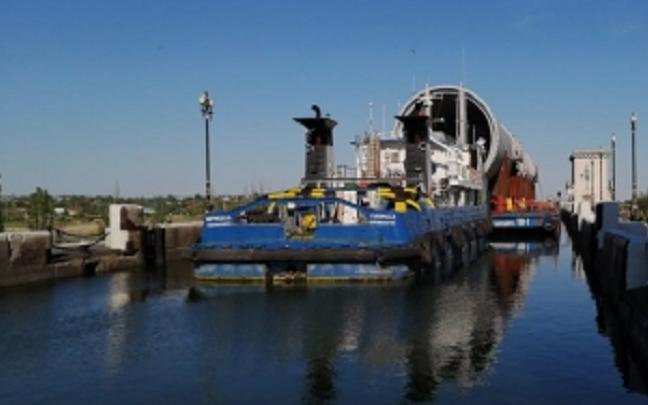 Под Волгоградом баржа протаранила ворота шлюза Волго-Донского канала